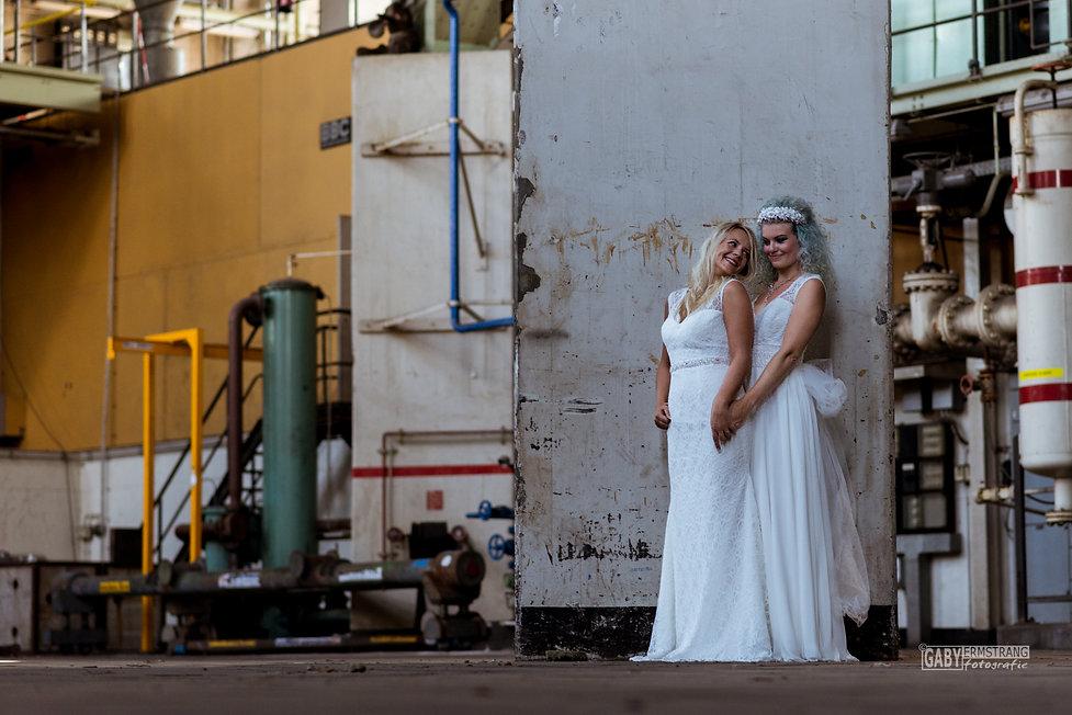 Bruidsfotograaf Gaby Ermstrang die een bruidsfotoshoot maakt in de Dongecentrale Geertruidenberg. Trouwfotografie van bruidsfotograaf Gaby Ermstrang.