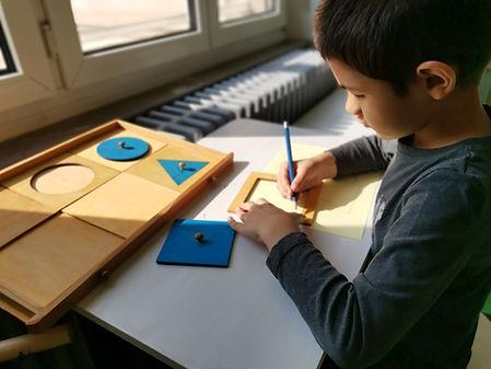 école - atelier Montessori - les formes