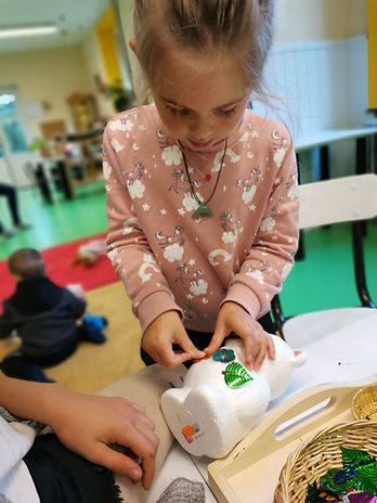 ecole - atelier Montessori - piquage (2)