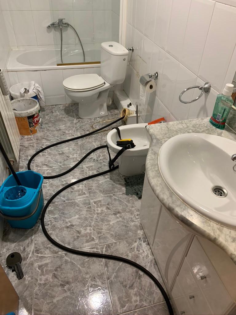 Desatasco de tubería pequeña en Barcelona. Desatascadores profesionales para desatascar tuberías en Barcelona