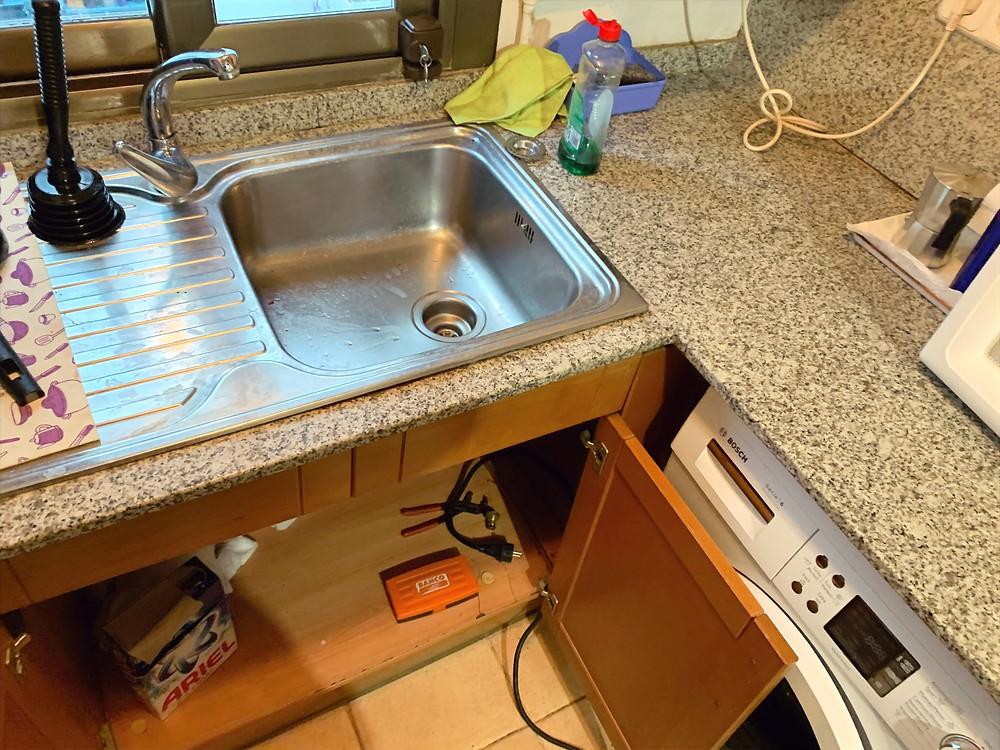 Cómo desatascar las tuberías de la cocina en Sant Boi