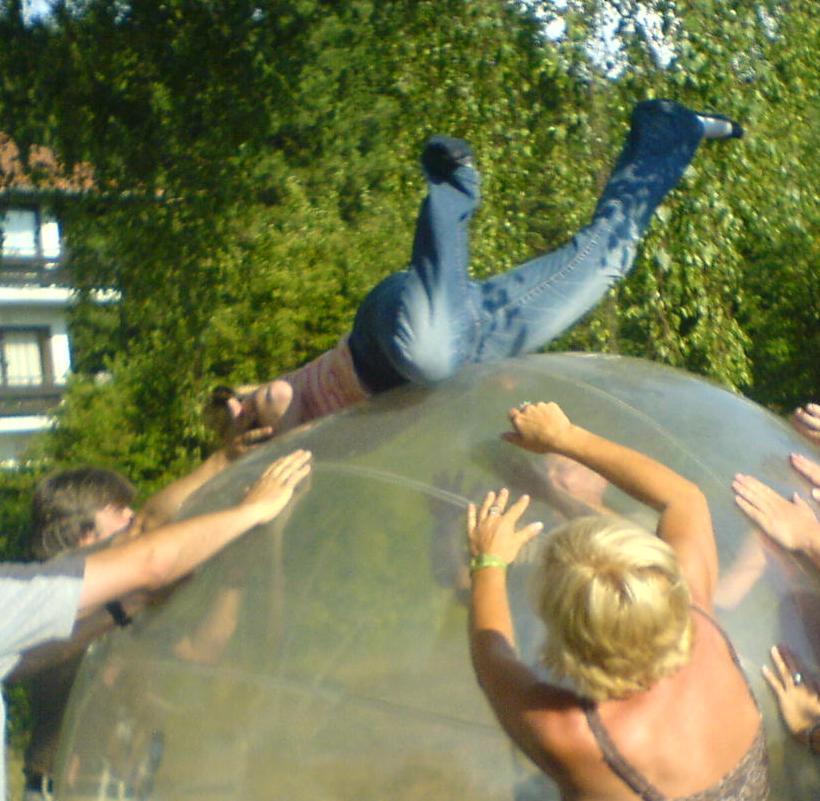 Klettern über den Riesenball