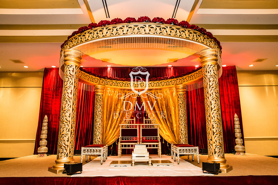 Gold-Round-Hindu-Mandap-Curtains