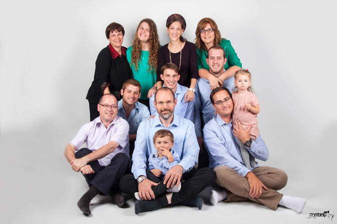 תמונה משפחתית, צילומי 3 דורות בסטודיו