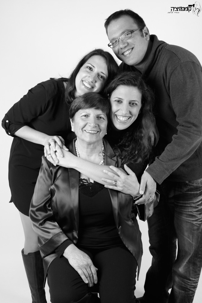 צילומי דורות וצילומי משפחה מורחבת בסטודיו