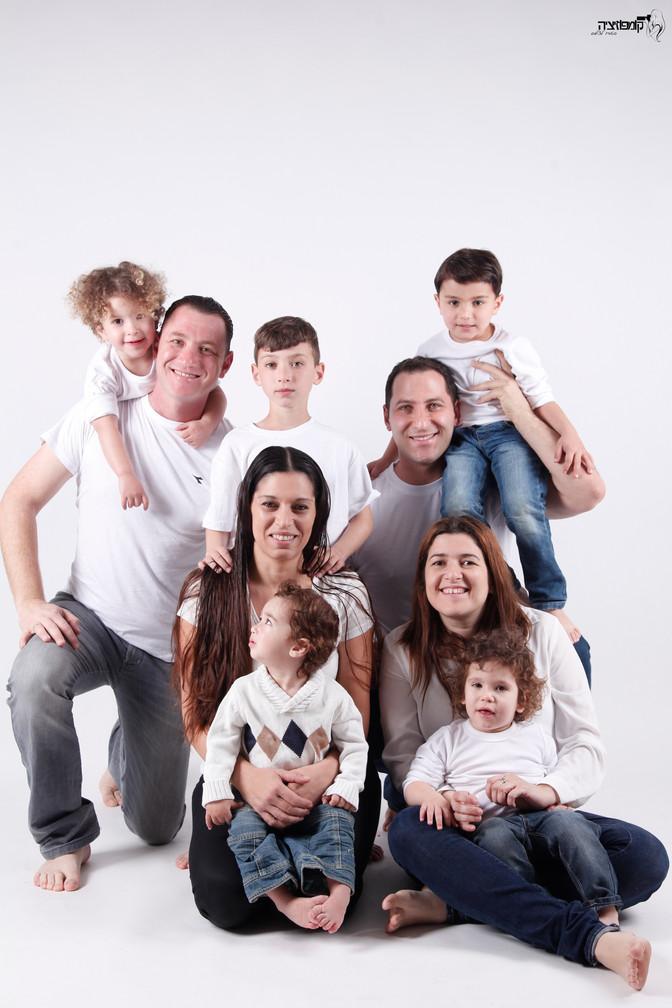 השתגעת לגמרי? כל המשפחה בסטודיו ?צילומי משפחה מורחבת  בסטודיו