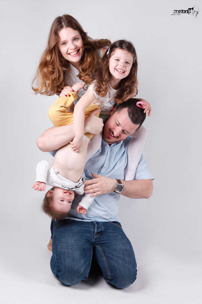 יום המשפחה וצילומי משפחה בסטודיו