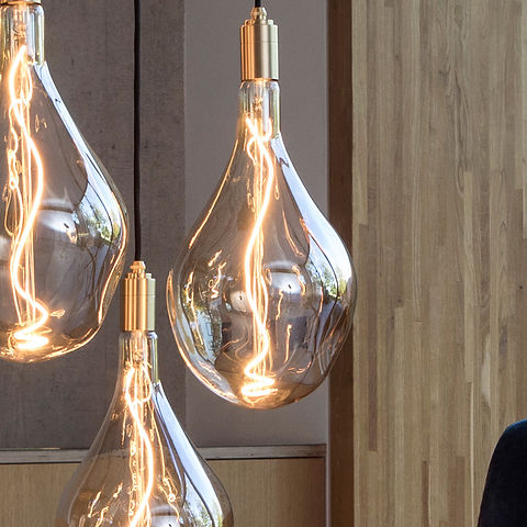Voronoi-III-LED-Designer-Lightbulb.jpg