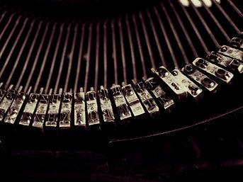 typewriter-1245894_1920.jpg