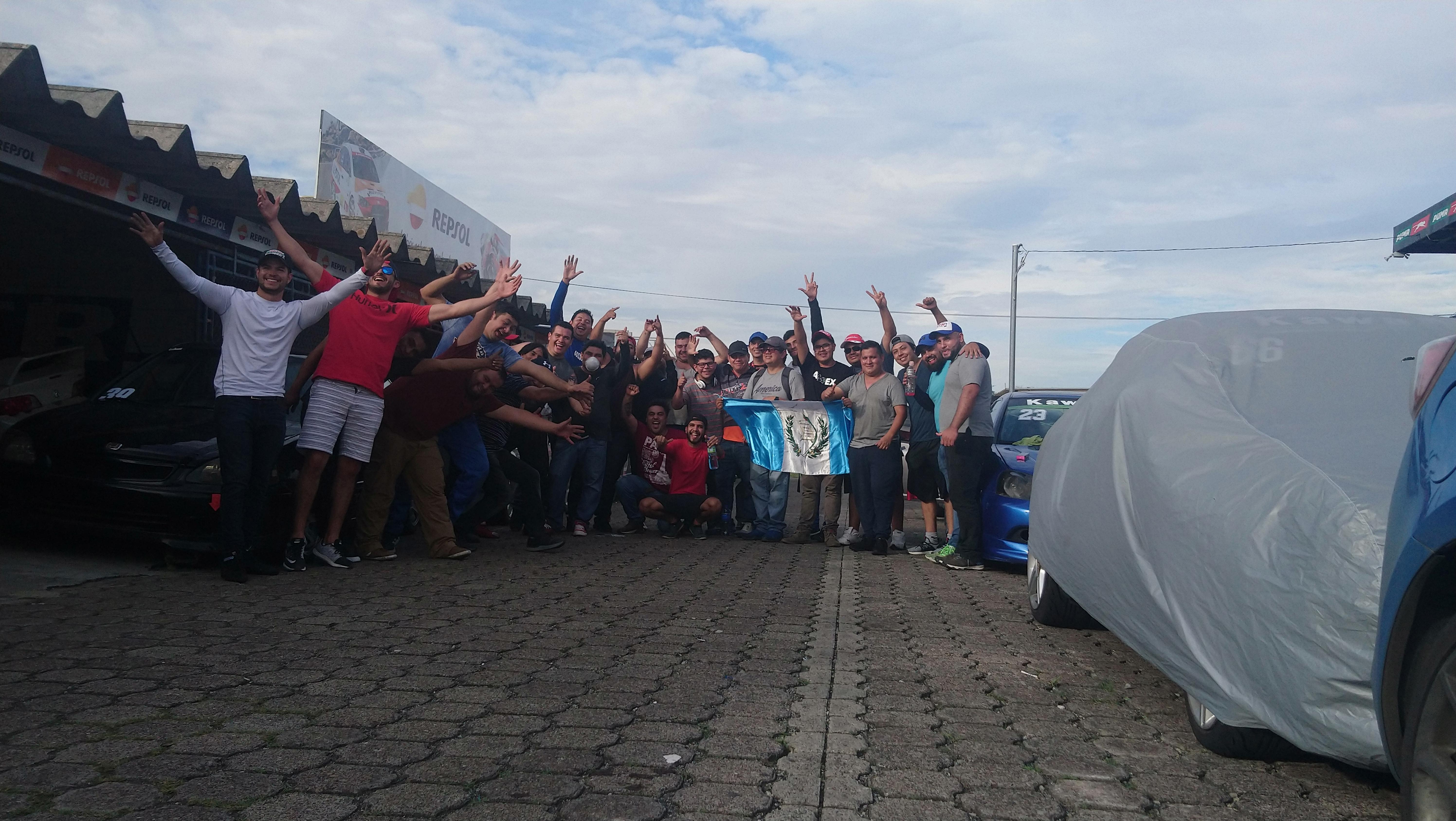 Grupo de 20+ pilotos guatemaltecos