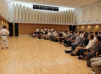 空手書 出版記念「宇城空手と気」気の実証・講演会が開催されました