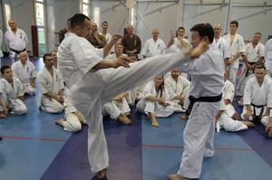 フルコンタクト世界チャンピオン(2009年)相手に組手をする館長