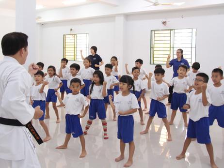 未来のリーダー養成を目指す、カンボジアの幼少中一貫校で宇城空手指導始まる
