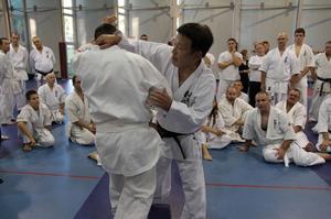フルコンチャンピオン(2009年)相手に組手をする塾長