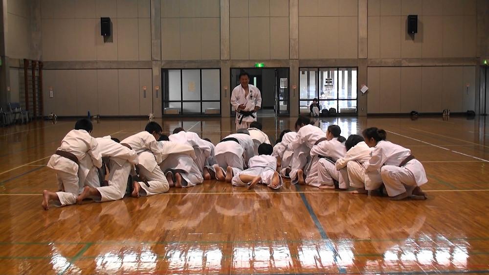 塾長の気により、中学生一人で多数の人を動かすエネルギーがでる。