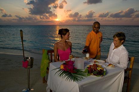 Veligandu Beach Dinner