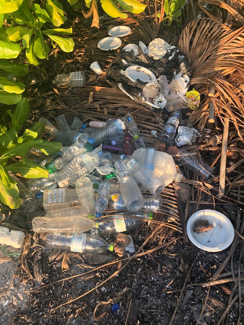 Maldivian beach clean up