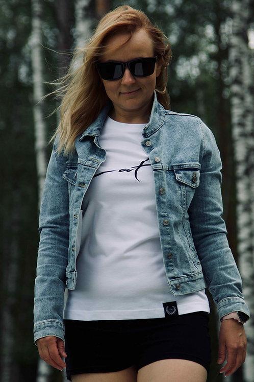 Latviete | Sieviešu kokvilnas T-krekls (balts)