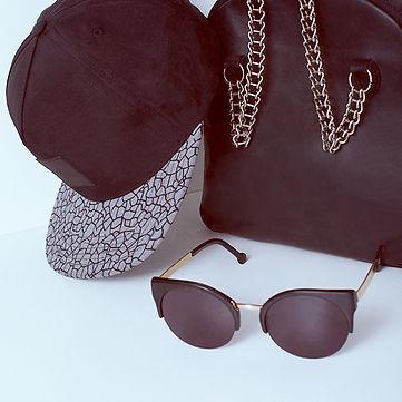 Čepice, tašky a brýle