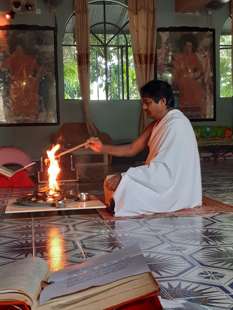 Swami / Agni Hotra