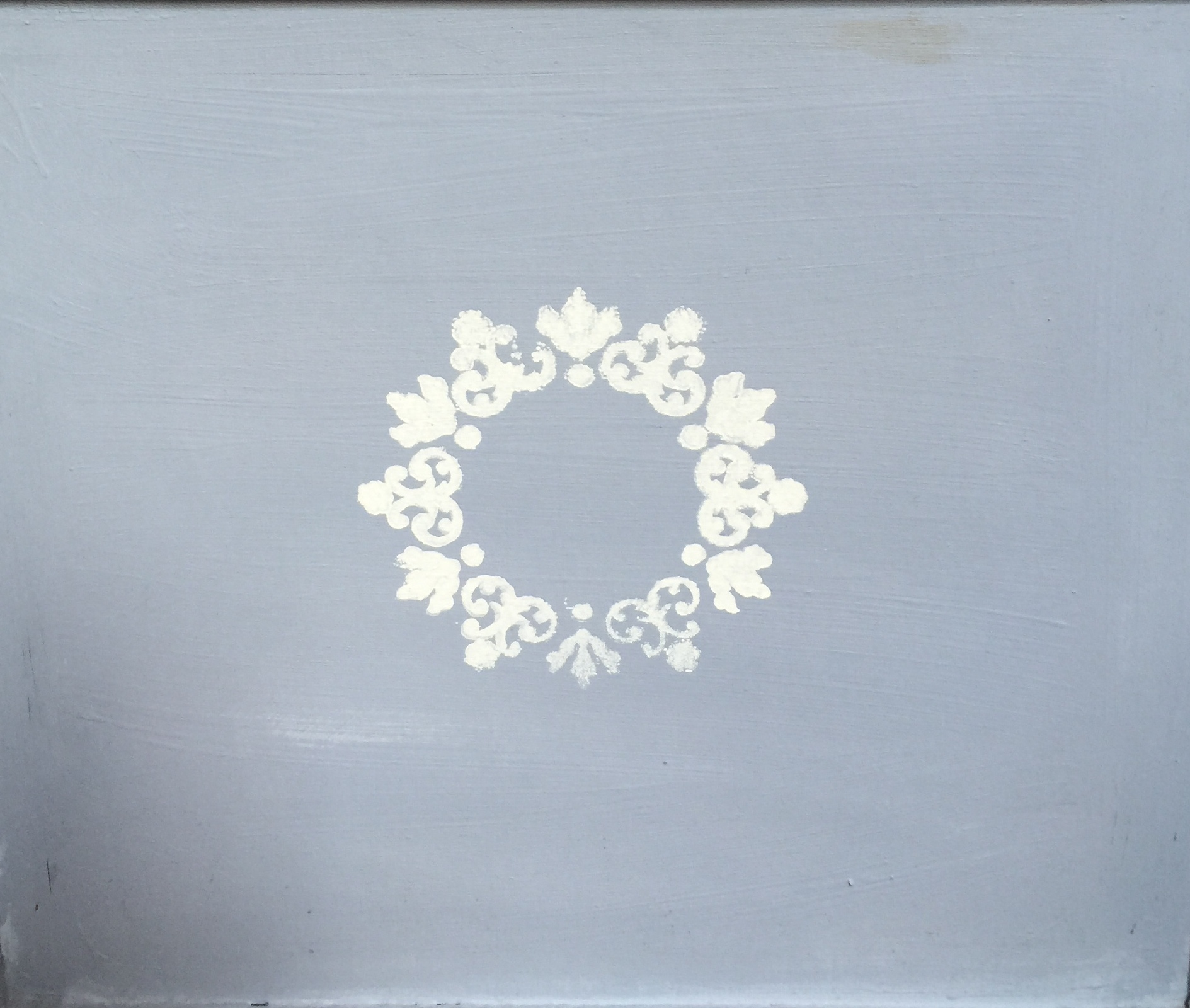 Stencil using chalkpaint