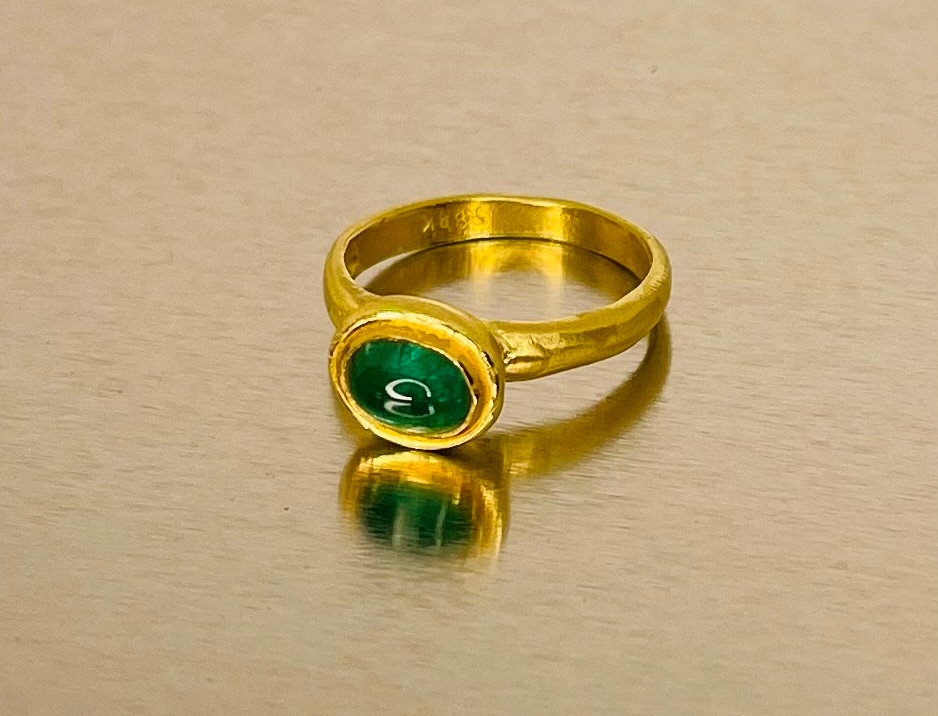 Oval Emerald stone ring