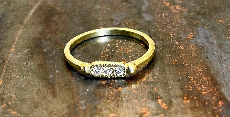 18k gold with 3*0.03ct white diamonds