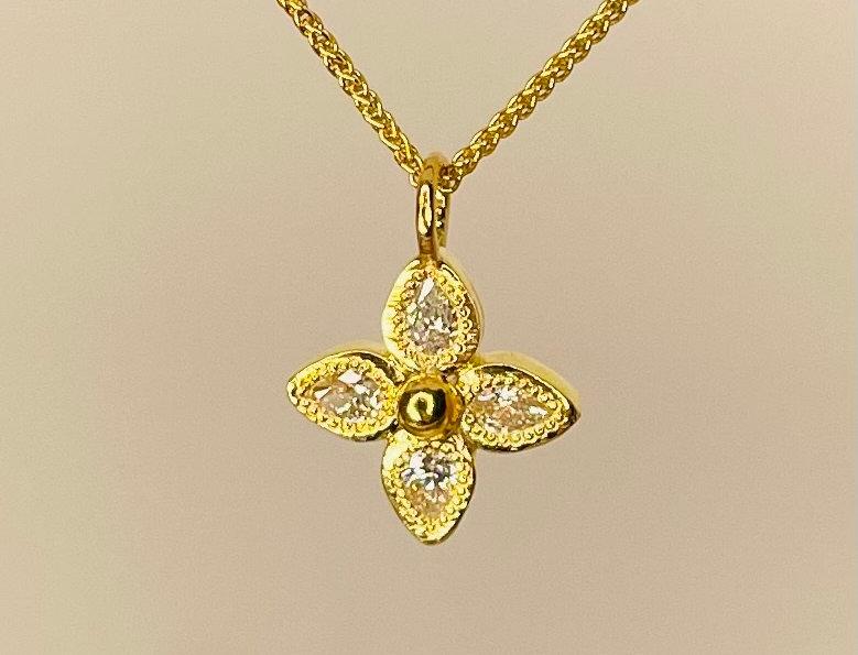 Flower shape pendant with drop diamonds