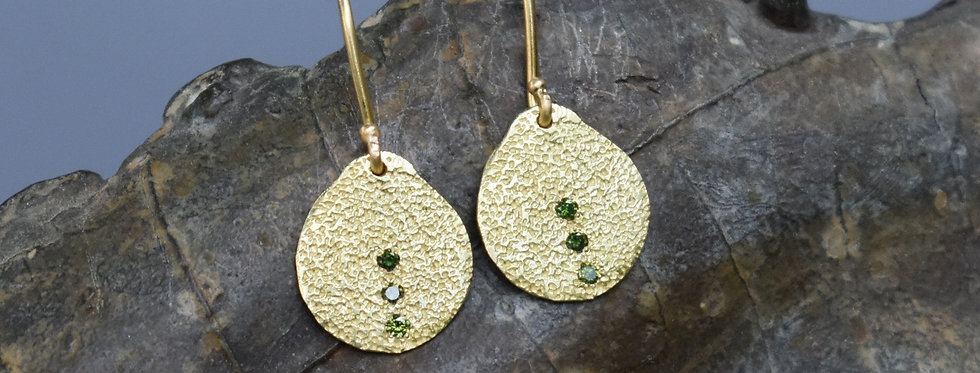 Drop earrings with 3 stones