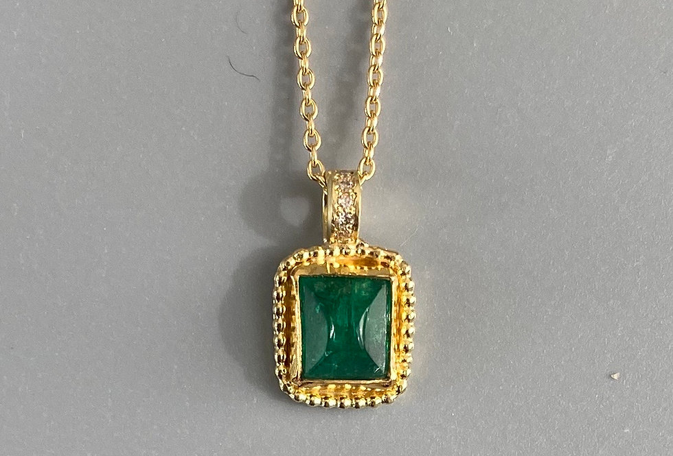 Emerald rectangular pendant with diamonds