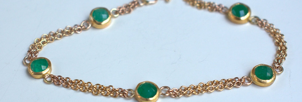 Link bracelet with Emeralds
