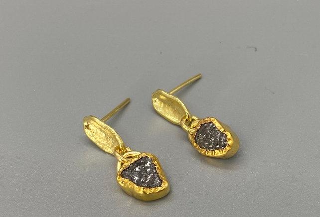 Pending raw diamonds