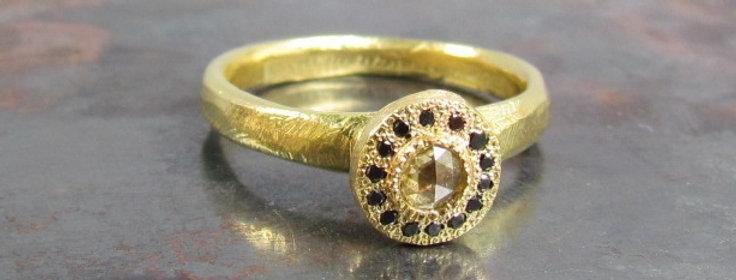 Yellowish rose cut diamond and black diamonds ring 18k gold