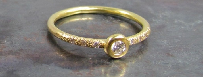 6+1 Small white diamonds ring 18k gold