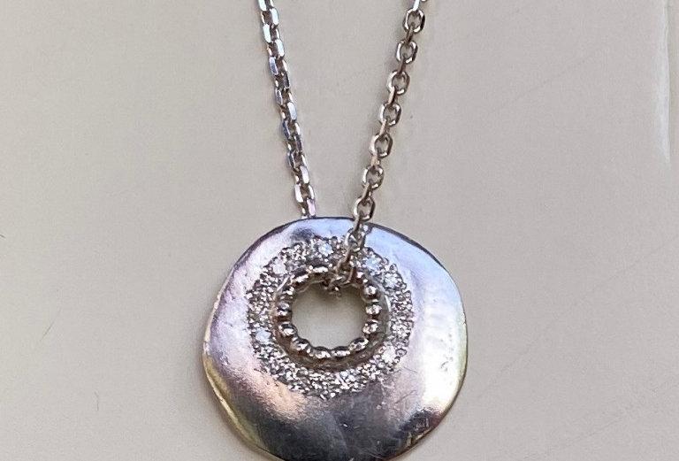 Small plain disc with white diamonds