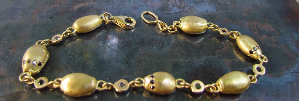 Link bracelet with gold Nuggets and black diamonds