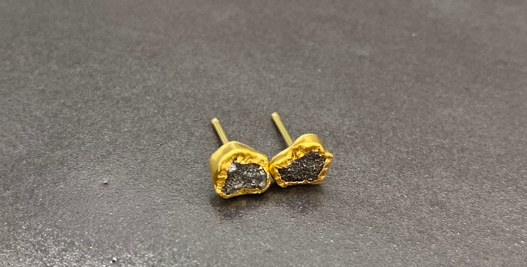 Raw diamonds studs