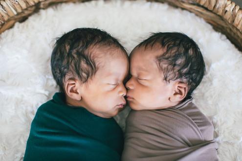 Twins Newborn | Sarah Ashley Photography