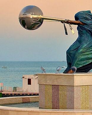 statue-mere-nature-lorenzo-quinn-2.jpg