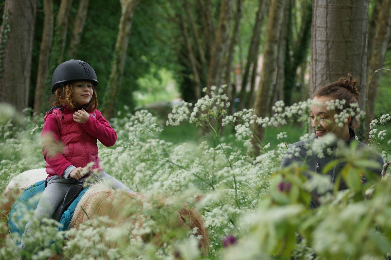 baptemes_poneys_les_petites_écuries_78_equitation_promenades_a_poney_pour_enfant