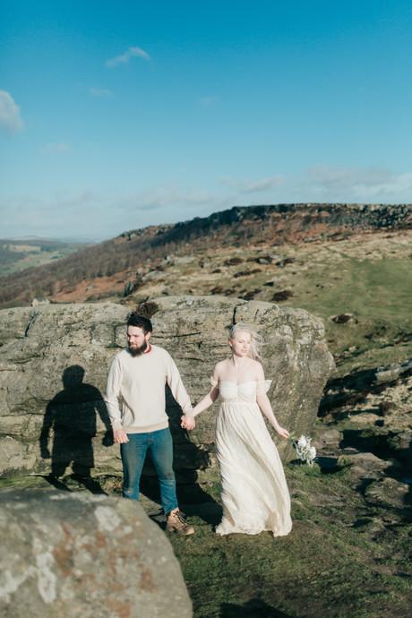 Romantic cliffside alternative bridal po