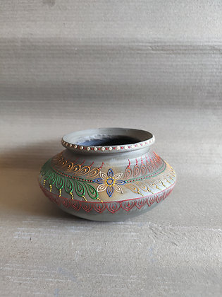 Terracotta Pot Embossed Painted PRODUCT CODE - 0334