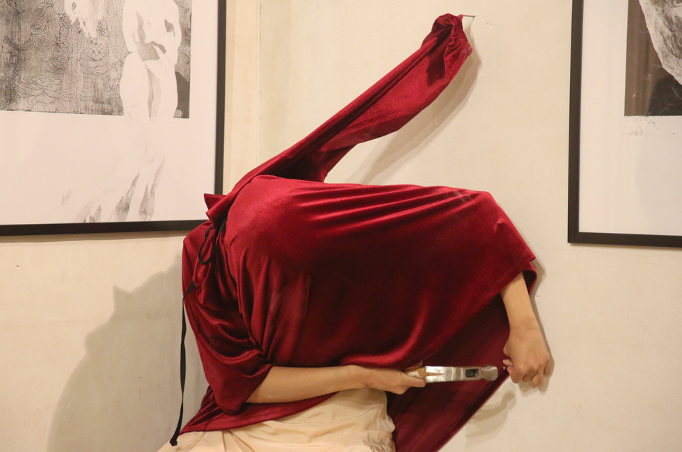 'If Only There Were No Walls' by Efrat Nehama, performed in the gallery 'A Room of Her Own'