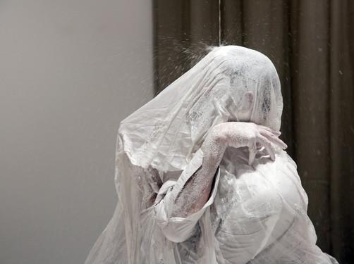 'SUIT.CASE' by Shahar Dor, performed in ZUZU gallery, 2019
