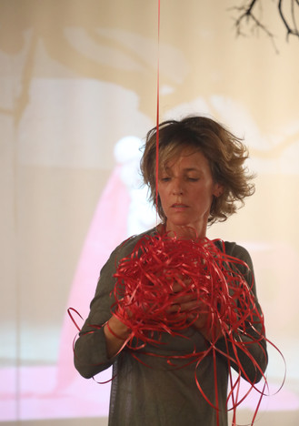 'Red Thread' by Sharon Hilleli-Assa, performed in Givatayim City Gallery, 2020
