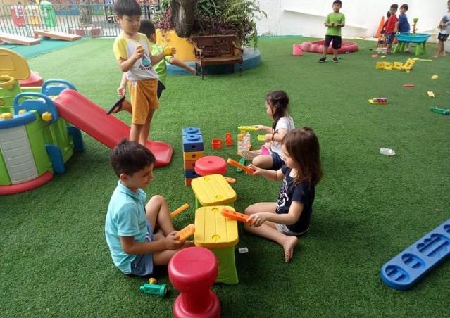 Early Years Outdoor Zone (Zona Luar Ruangan Anak Usia Dini)