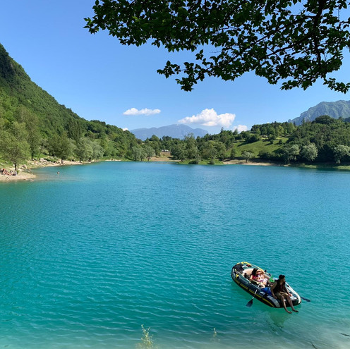 Lago di Tenno e borgo di Canale