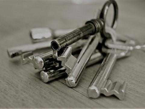key-96233_1920 (1).jpg