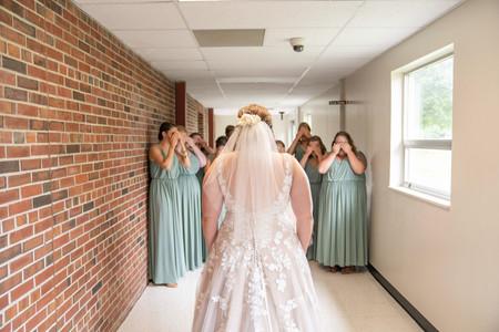 Indianapolis Wedding Photographer Emma Males - bride & bridesmaids