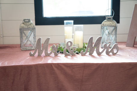 Mr. and Mrs. Sign - www.emmamalesweddingphotography.com
